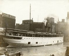 Passengers on deck of the SS Eastland, Chicago, Photograph by Jun Fujita. Chicago Map, Chicago River, Chicago Skyline, Chicago Illinois, Rare Pictures, Cool Pictures, Great Lakes Shipwrecks, Great Lakes Ships, San Francisco Earthquake