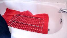 čištění mřížek z trouby, sporáku a odkapávače domácím čističem (3PL pracího prášku, 3PL čističe na nádobí a 3PL sody).
