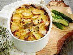 Merimiespihvi jauhelihasta Snack Recipes, Cooking Recipes, Healthy Recipes, Finnish Recipes, Oven Baked, Deli, Love Food, Tapas, Macaroni And Cheese
