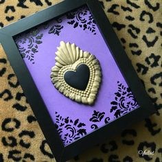 Black, purple and gold Frame Wall Decor, Frames On Wall, Brown Pride, Metal Embossing, Paper Crafts, Diy Crafts, Mexican Art, Sacred Heart, Heart Art