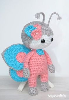 Amigurumi doll in butterfly costume - FREE pattern Crochet Amigurumi Free Patterns, Crochet Dolls, Knitted Dolls, Crochet Doll Pattern, Baby Knitting Patterns, Loom Knitting, Cute Crochet, Crochet For Kids, Crochet Crafts
