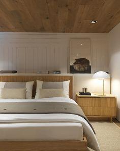 Hotel Bedroom Design, Apartment Bedroom Decor, Apartment Design, French Home Decor, Indian Home Decor, Urban Outfitters Room, Hallway Table Decor, Craftsman Home Interiors, Serene Bedroom