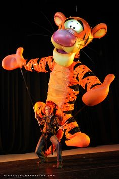 Giant Tigger puppet by Michael Curry Design Puppet Toys, Marionette Puppet, Disney Costumes, Mascot Costumes, Tigger Costume, Puppetry Theatre, Dragon Puppet, Insect Crafts, Shadow Puppets