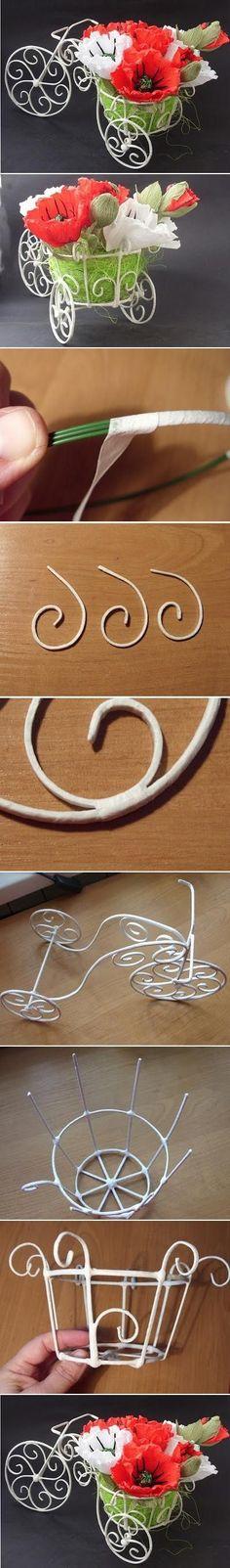 Triciclo para flores. Te traemos esta técnica de artesanía en su máxima expresión, en virtud de que el triciclo puedes realizarlo totalmente manual, solo con ayuda de algunas pinzas para cortar alambre y tijeras.