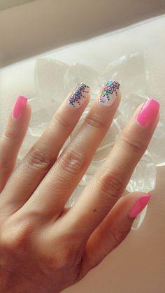 Fucsia mandala nail art