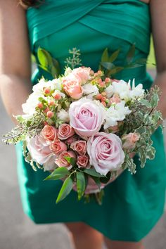 Photography: Heather Cook Elliott Photography - www.HeatherCookElliott.com  Read More: http://www.stylemepretty.com/2015/04/14/preppy-wisconsin-garden-wedding/