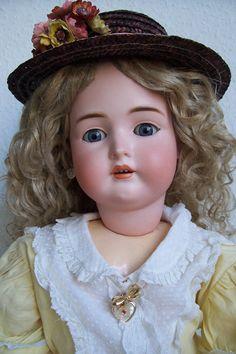 Bruno Schmidt  Очень красивая и большая кукла немецкой фабрики Bruno Schmidt, Вальтерсхаузен, Тюрингия. Фабрика была открыта в 1900 году.