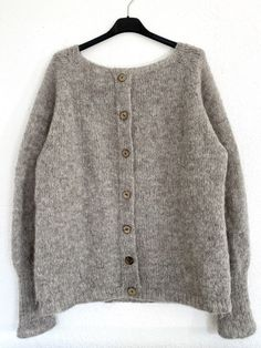 Discover recipes, home ideas, style inspiration and other ideas to try. Chrochet, Long Cardigan, Cardigans, Sweaters, Knitting Patterns, Victoria, Crafts, Fashion, Damasks