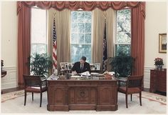 From Roosevelt to Resolute, The Secrets of All 6 Oval Office Desks   Atlas Obscura