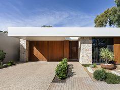 Coolum Random Ashlar Stone: Wall Cladding by Eco Outdoor Roof Design, Facade Design, Exterior Design, Architecture Design, House Design, House Cladding, Exterior Cladding, Facade House, 21st Century Homes