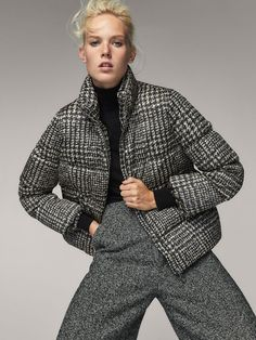 Women´s Coats & Jackets at Massimo Dutti online. Enter now and view our spring summer 2017 Coats & Jackets collection. All Black Fashion, Fashion For Petite Women, Womens Fashion, Bomber Jacket Outfit, Coats For Women, Clothes For Women, Classic Outfits, Fashion Pictures, Women's Coats