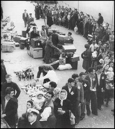 https://flic.kr/p/23Ja4L7 | Πειραιάς, 23-03-1953. Αναχώρηση μεταναστών για την Αυστραλία. Πηγή: Εικόνες της Ελλάδος 1944-1958, Συλλογή Ν. Ε. Τόλη.