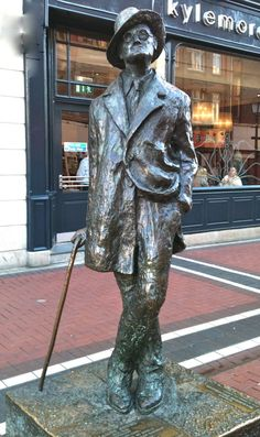 My Family it is there to vacation and business travel. ((Dublin Landmarks - James Joyce))