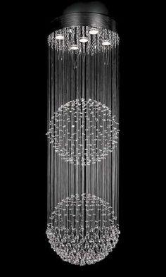 Lampa wisząca wykonana ze szklanych kryształków doda blasku każdemu pomieszczeniu. #mlamp #oświetlenie #glamour #kryształki #szkło #design #wystrój #wnętrz