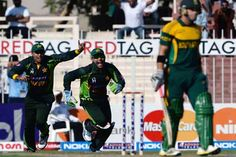 akistani Side : Misbah-ul-Haq (captain), Ahmad Shehzad, Nasir Jamshed, Mohammad Hafeez, Umar Amin, Umar Akmal, Shahid Afridi, Sohail Tanvir, Wahab Riaz, Saeed Ajmal, Mohammad Irfan. South Africa, who won the toss and batted, were bowled out for 183 in 49.5 overs in the first day-night international against Pakistan in Sharjah on Wednesday.