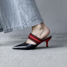 Put Your Best Foot Forward With These Shoe Trends For Summer - Stephanie Sexton - Damen Hochzeitskleid and Schuhe! Spring Shoes, Summer Shoes, Silver Heels Prom, Kitten Heel Shoes, Hot Shoes, Women's Shoes, Shoes Sneakers, Clearance Shoes, Trendy Shoes