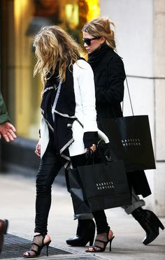 best memorial day sales // Mary-Kate & Ashley Olsen in black & white #style #fashion #boots #mka #olsentwins
