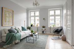 Dit appartement in Gotenborg heeft een licht Scandinavisch interieur, maar wel een met subtiele touch of color: mintgroen!