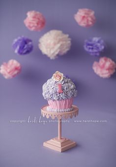Cute cake... Maybe 2 pinks or aqua and pink?