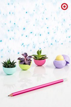 Empty EOS lip balms make the tiniest desk plant holders Diy Hacks, Do It Yourself Projects, Projects To Try, Cute Crafts, Diy And Crafts, Eos Lip Balm, Lip Balms, Lip Balm Containers, Organic Lip Balm