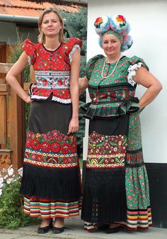 Hungarian Embroidery Hungarian folk motif from Matyo Folk Costume, Costume Dress, Folklore, Costumes Around The World, Art Populaire, Hungarian Embroidery, Textiles, Ethnic Dress, Ethnic Fashion