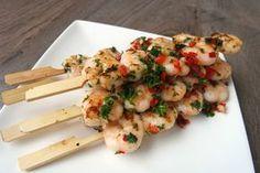 Met het zomerse weer is vis ook erg lekker op de barbecue of lekker in de grillpan, met wat aardappeltjes en een heerlijke salade! Maak deze gamba spiesjes.