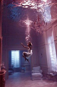 Beautiful setting of a mansion filled with water, demonstrates how beauty can be so simple