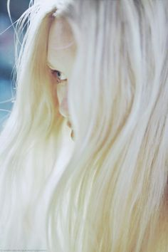 Simply wonderful: the eye appearing between the hair is perfect. Storyboard, Lusamine Pokemon, Fleur Delacour, All The Bright Places, Throne Of Glass, Luna Lovegood, Dragon Age, Harley Quinn, Character Inspiration