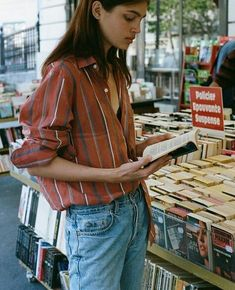 Discovered by aitanaG. Find images and videos about girl, vintage and grunge on We Heart It - the app to get lost in what you love. Grunge Outfits, Casual Dress Outfits, Casual Winter Outfits, Girl Outfits, Grunge Style, Grunge Girl, Dr. Martens, Rock Style, Fashion Mode