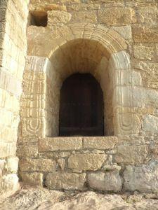 Ventana sur cisterna Iglesias, Home Decor, Round Windows, Wood Decks, Columns, Barrel Ceiling, 12th Century, Decoration Home, Room Decor