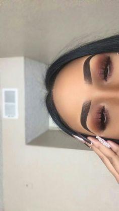 10 Stunning Smokey Eye Makeup Looks Ecemella - eye-makeup - Prom Makeup Black Girl Glam Makeup, Eye Makeup Glitter, Smokey Eye Makeup Look, Makeup Eye Looks, Cute Makeup, Eyeshadow Looks, Girls Makeup, Gorgeous Makeup, Pretty Makeup