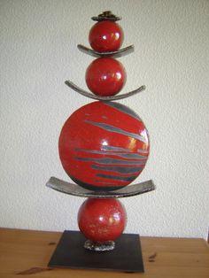 Sculpture totem en Raku / Rouge / grd format : Sculptures, gravures, statues par emiliaraku