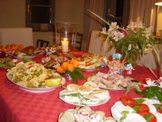 Our taste buds are in Tuscany, Italy today. Anyone fancy Local Host Liz's Arrival Buffet for lunch today at Campo del'Amato? We do!