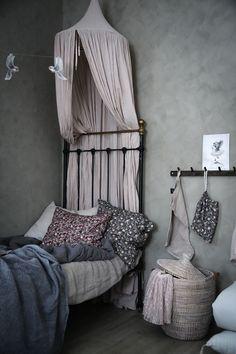 Blommönstrat i barnrummet - Lovely Life Baby Room Art, Baby Bedroom, Girl Room, Kids Bedroom, Girls Bedroom Furniture, Kids Furniture, Furniture Design, Fairytale Bedroom, Teen Bedroom Designs