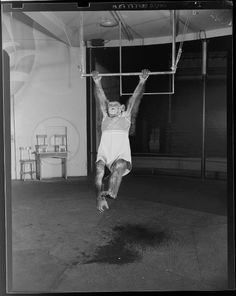 Our chimp is warming up for his uneven bar routine. Image: Jack Gould, Untitled (chimp swinging from gymnastics bar), c. 1950, Harvard Art Museums/Fogg Museum.