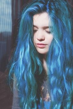 blue hair (i so want my hair this colour)