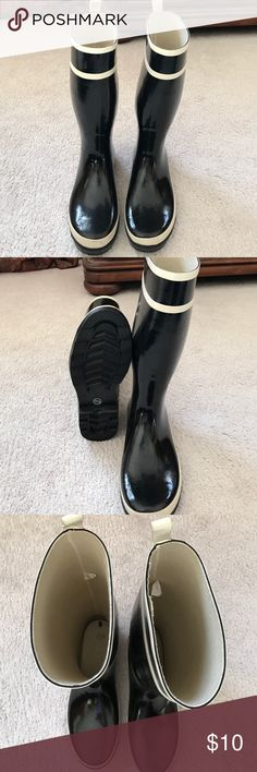 Black rain boots Worn a few times, good condition. Shoes Winter & Rain Boots