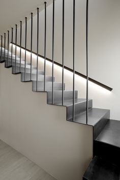 Modern Staircase Design Ideas - Search images of modern stairs and find design and design ideas to motivate your own modern staircase remodel, including distinct barriers as well as storage space . Stair Railing Design, Stair Handrail, Staircase Railings, Railing Ideas, Staircases, Interior Staircase, Staircase Remodel, Stairs Architecture, Interior Architecture