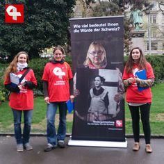 Sammelaktion für Wiedergutmachungsinitiative in der Bahnhofstrasse in Zürich #wiedergutmachen