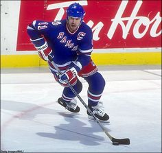 Mark Messier, New York Rangers 1984 Rangers Hockey, Ice Hockey Teams, Nfl Football Teams, Hockey Stuff, Hockey Players, Mark Messier, Hockey Rules, Nhl News, National Hockey League