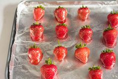 Glazed strawberries are fresh berries coated with a shiny candy shell. They make a gorgeous addition to a fruit platter, fruit tart, or berry cake. Candied Strawberries Recipe, Strawberry Glaze, Dipped Strawberries, Clean Eating Desserts, Eating Healthy, College Cooking, High Protein Snacks, Glaze Recipe, Recipes