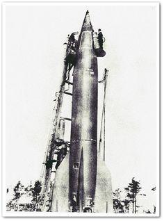 En grönmålad V-2-raket på sin startramp på Peenemünde. Såväl USA som Sovjetunionen provsköt V-2-raketer efter krigsslutet som en början på sina egna rymdraketprogram.