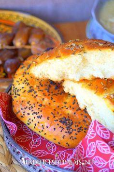 Pain algérien au four ultra moelleux Gourmet Recipes, Bread Recipes, Cooking Recipes, Healthy Recipes, Pan Arabe, Algerian Recipes, Algerian Food, Eid Food, Ramadan Recipes