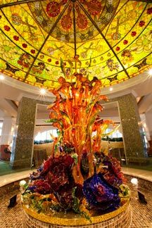 glass sculpture in the lobby of Gaylord Opryland Resort