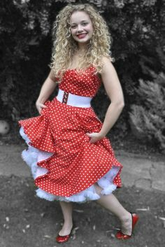 Carrie Hope Fletcher ItsWayPastMyBedTime on She is so cute! 50s Dresses, Summer Dresses, Carrie Hope Fletcher, Happy Music Video, British Youtubers, Curly Girl, Role Models, Straight Hairstyles, Carry On