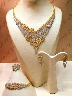 Gold Jewelry Simple, Stylish Jewelry, Fashion Jewelry, Diamond Necklace Set, Gold Necklace, Diamond Jewelry, Diamond Jhumkas, Indian Wedding Jewelry, Bridal Jewelry