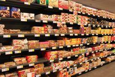 Concept 'verpakkingen' Foto: bij koekjes worden de koeken meestal zelf ook nog een apart verpakt. De merken staan hier op ooghoogte van de kinderen. Zij zien dit allemaal op tv en zullen er dan zeker mee afkomen in de winkel.