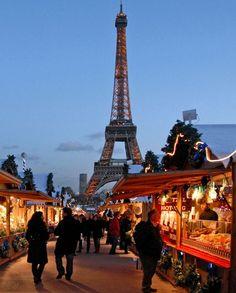 Paris est une Fête! — Marché de Noël à Paris. Christmas market in Paris.
