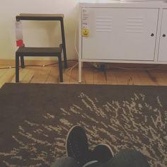 Quando vengo a Torino in macchina per stare un po' con le mie amiche mi piace al ritorno fare un bel giro all'Ikea. Anche se non ho una casa da arredare e non mi serve niente. In un certo senso è un po' come il mio Tiffany.  #fwas #fwis #foot_love_club #selfeet #whereistand #fromwhereistand #feet #instafeet #kosedikatia #wheremyfeetare #wheremyfeetaretoday #ihavethisthingwithfloors  #tileaddiction #fromwhereonestand #lookdown #happyfeet #travellingfeet #everystepwetake #makeaselfeet by…