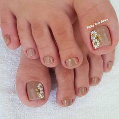 La imagen puede contener: una o varias personas y primer plano Toe Nail Designs, Acrylic Nail Designs, Acrylic Nails, Cute Toe Nails, Toe Nail Art, Manicure E Pedicure, Sexy Toes, Pretty Toes, Nail Decorations